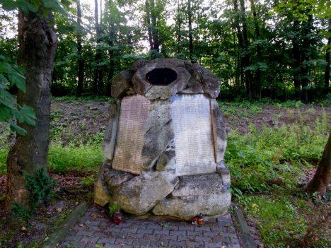 Karviná,_Doly,_hřbitov,_památník_obětem_1894_(5)