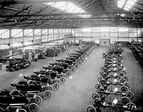 Konkurenční výhoda spočívá v ve výrobě obrovského množství vozů za velmi krátkou dobu,.