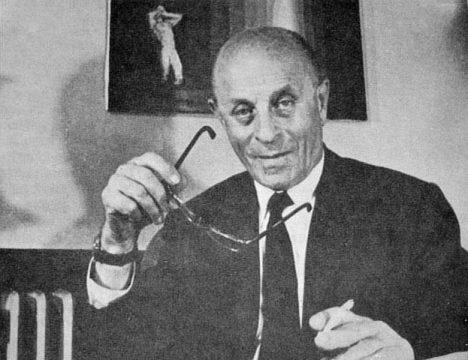 Maďarský vynálezce Laszló Biró se svým objevem nakonec dobude svět.