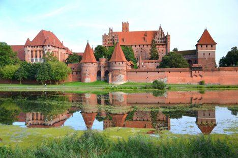 Je to největší gotická stavba na světě asoučasně také největší stavba zcihel na světě inejrozsáhlejší hradní komplex. Rozlohou je vporovnání sdruhým hradem vžebříčku, pevností Mehrangarh, téměř 1× větší.