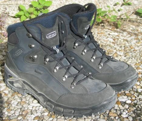 Moderní trekingová obuv má podle vědců úplně stejné vlastnosti jako pradávné slámou vycpané boty.