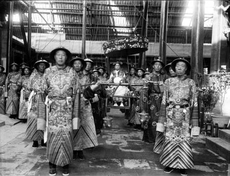 Na čínském císařském dvoře se eunuši vyskytovali ještě na počátku 20. století.