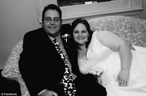Oběť Troy LaFerrara se svou ženou Collen o svatební den v roce 2011.