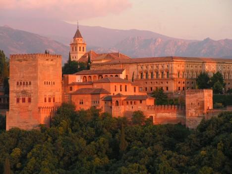 Palác Alhambra se rozkládá na ploše 142 000 čtverečních metrů.