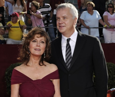 In this photo taken Sept. 21, 2008, Susan Sarandon arrives for the 60th Primetime Emmy Awards with her partner Tim Robbins in Los Angeles. Sarandon and Robbins, partners for 23 years, announced Thursday, Dec. 23, 2009, through their publicist, they separated over the summer and have broken up. (AP Photo/Chris Pizzello)