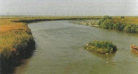Plošiny kolem řeky Araks na hranicích Arménie jsou velmi úrodné. Vznikají zde nejstarší vinice.