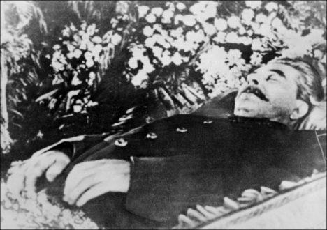 Po Stalinově smrti vypuká v Sovětském svazu nový boj o moc.
