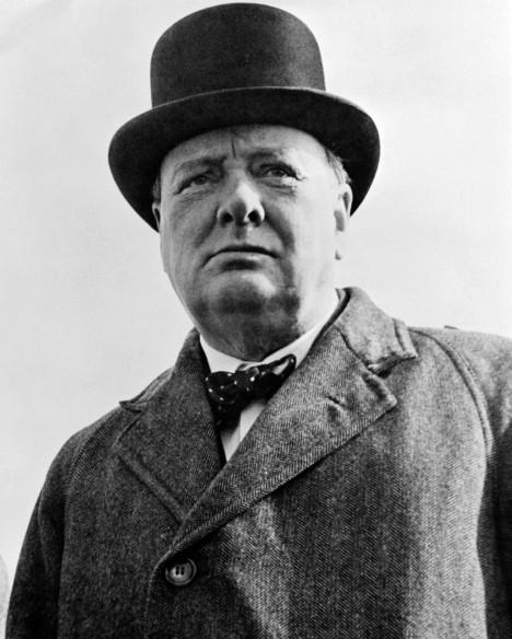 Premiér Winston Churchill nabádá Brity, aby nedopustili zkázu londýnského chrámu.