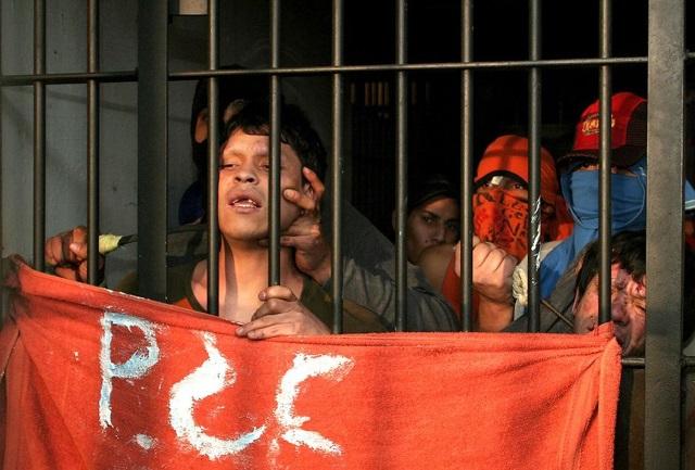 Nepokoje s policií si vyžádaly stovky mrtvých i mimo věznice.