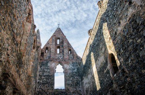 V hlavní lodi kláštera prý proudí energie do tvaru kříže.