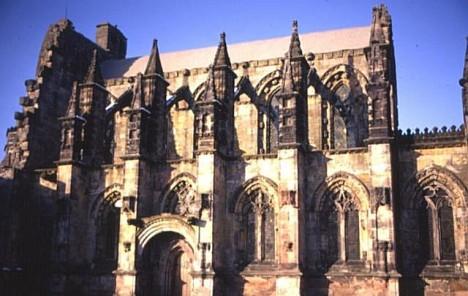 Rosslynská kaple je jednou z nejkrásnějších staveb Velké Británie.
