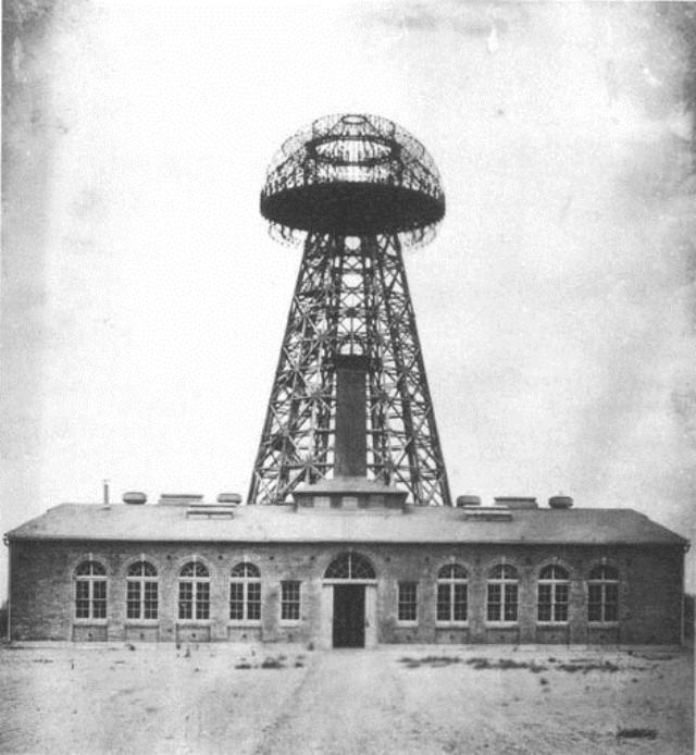Wardenclyffská věž měla umožnit bezdrátovou distribuci elektřiny.