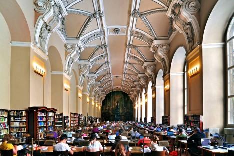 Všeobecná studovna Národní knihovny. V těchto prostorách se roku 1791 konala expozice českých výrobků.