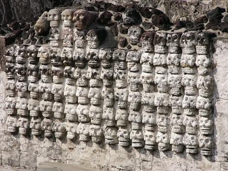 V Chichén Itzá najdeme také děsivou zeď postavenou z lebek pobitých nepřátel.