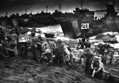 V bitvě o ostrov Iwo Jima padlo téměř 30 000 mužů!