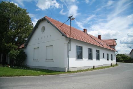 V domku v Kališti u Humpolce přichází na svět malý Gustav Mahler. Jeho otec si brzy všimne synova talentu.