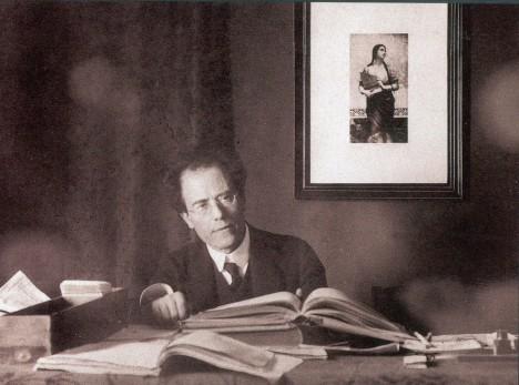 V dospělém věku nemůže Gustav Mahler zapomenout svému otci, jak ho tlačil do svých ambicí.