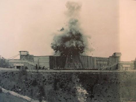 V roce 1962 dojde k odstřelení monstrózního díla.