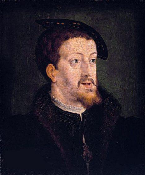 Za zkostnatělým řádem přísné etikety habsburských dvorů stojí římský císař Karel V.