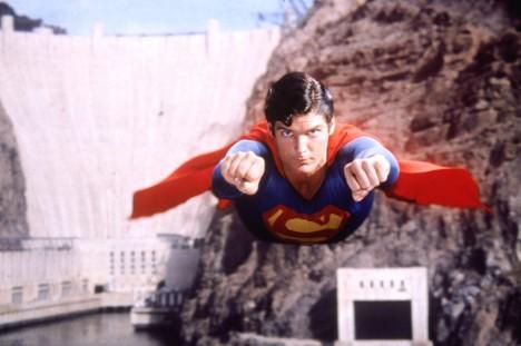 Filmový Superman se naučil létat v roce 1978 pomocí vylepšení jednoduchého triku dvojexpozice. Za hercem zavěšeným na lanech se na plátno pouštělo zvlášť pohybující se pozadí.