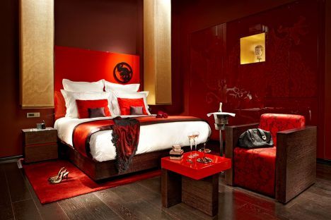 hotel-buddha-bar-budapest-room-details-romantic-setup-01