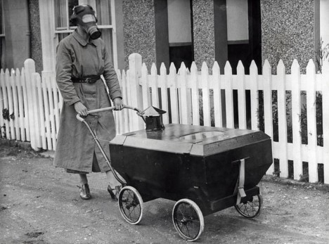 3. Kočárek s protichemickou ochrannou - Anglie, 1938