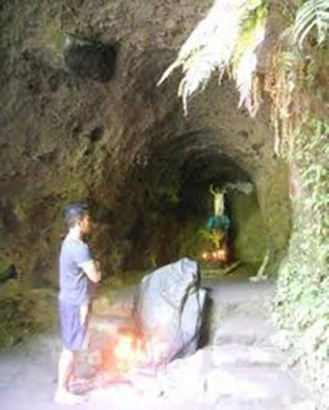 posvátná jeskyně