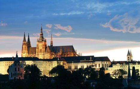 Pražský hrad je podle Guinnessovy knihy rekordů největším hradním celkem na světě. Byl vybudován v 9. století přemyslovskými knížaty. Ostroh, na kterém Pražský hrad stojí, byl osídlen už v neolitické době. Býval sídlem českých knížat, později králů a od roku 1918 je sídlem prezidenta republiky.
