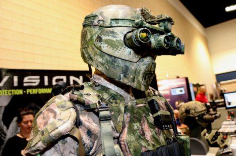 Zbroj TALOS je jako vystřižená ze scifi filmů.
