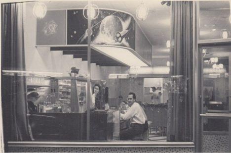 Sam Panopoulos ve své restauraci Satellite.