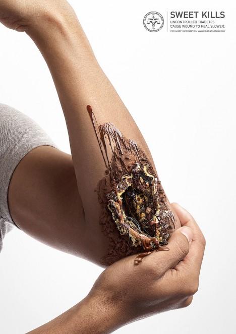 Realistická zranění jsou vytvořena z nejrůznějších druhů sladkostí, čokolády, karamelu, sušenek a podobně.