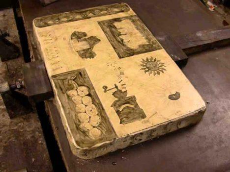 Litografický kámen je příliš drahý a špatně se s ním manipuluje. Je potřeba přijít na levnější a jednoduší přenos obrazu.