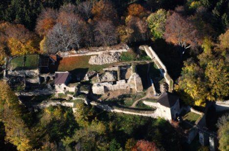 Lukov patří k nejrozsáhlejším hradům u nás.
