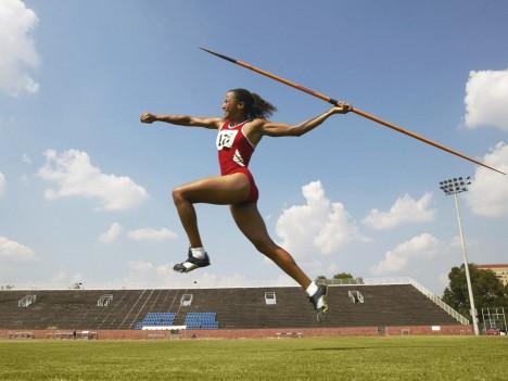 Vrh oštěpem by lidští sportovci určitě ovládli, v zacházení s nástroji jsme pořád nejlepší.
