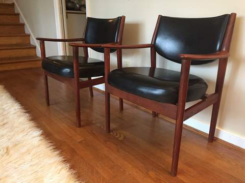 Mid Century Modern Walnut Lounge Chairs with Black Vinyl