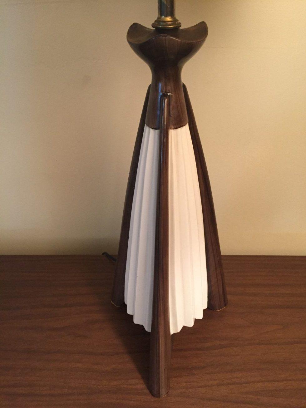 mid century modern fluted ceramic table lamp