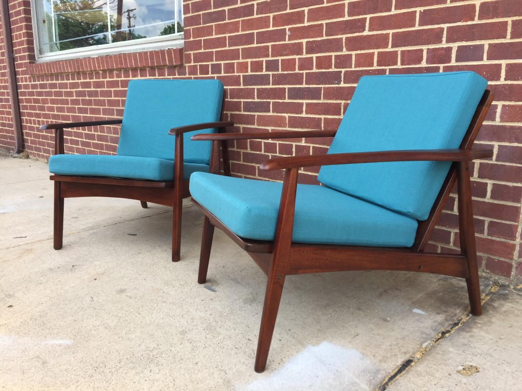 Pair Of Mid Century Modern Wood Framed Arm Chairs With Teal Cushions Epoch