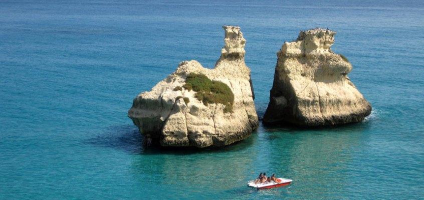 Vacanze a Torre dell'Orso in Salento: le spiagge più belle e i borghi da visitare