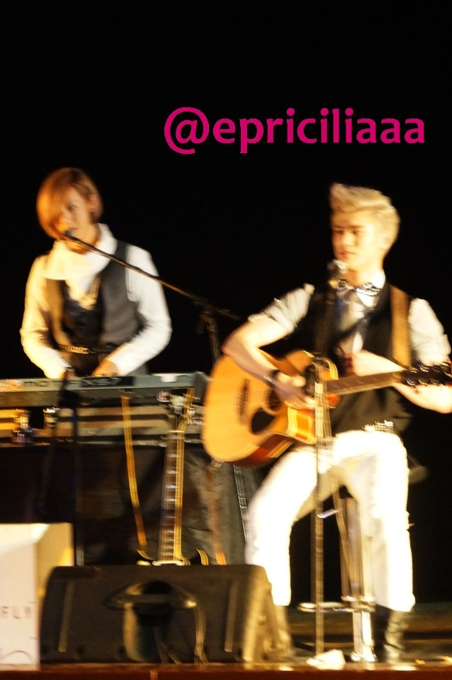 F.Y.I on stage with Lunafly, Jakarta, March 28th 2013 - Sam and Yun.
