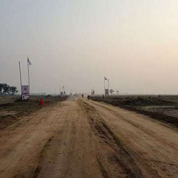 Road towards DHA Phase 9 Prism from D Block 9 Town