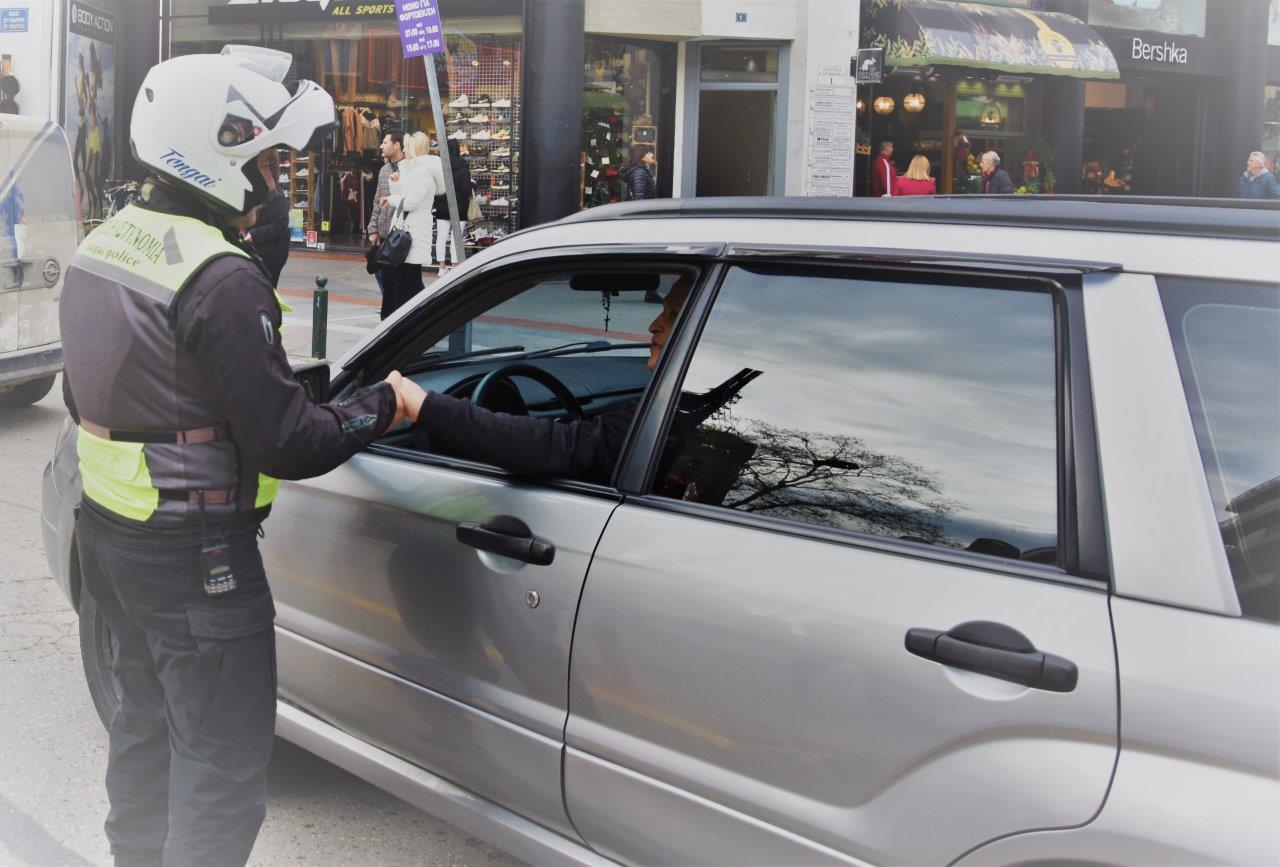 Εντατικοί έλεγχοι για παραβίαση των μέτρων κυκλοφορίας – Βεβαιώθηκαν 1.400 παραβάσεις σε μια ημέρα!