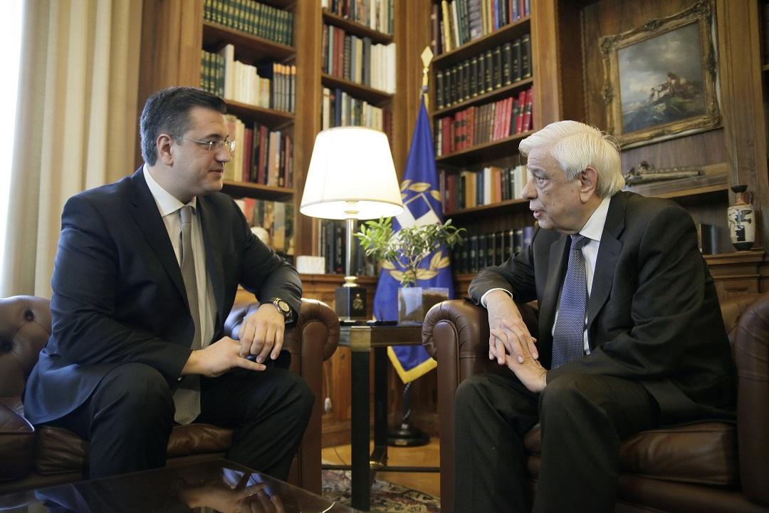 Ο Απόστολος Τζιτζικώστας ως Πρόεδρος της Ευρωπαϊκής Επιτροπής Περιφερειών στον Πρόεδρο της Δημοκρατίας
