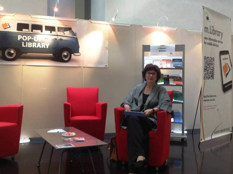 MEP Sandra Kalniete visits our Library stand