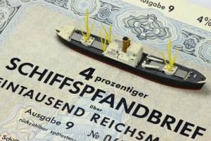 Schiffspfandbrief mit Modellschiff