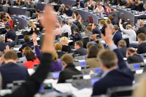 Stockshot of the hemicycle of the European Parliament in Strasbourg - Vote by a show of hand