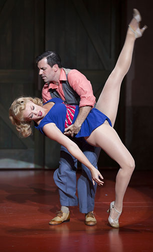 Robyn_Hurder_and_Clyde_Alves_in_the_Shakespeare_Theatre_Company_Production_of_Kiss_Me__Kate._Photo_by_Scott_Suchman_Photo_1_-600x900.jpg