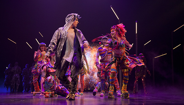 Cirque du Soleil VOLTA Waz meeting Ela (Photo credit Patrice Lamoureux)