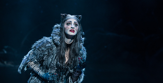 Keri René Fuller as Grizabella in the North American Tour of CATS. (Photo by Matthew Murphy 2019)