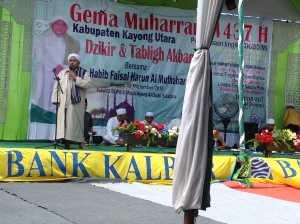 Habib Faisal Harun Al Mutahhar dari Kota Pontianak menyampaikan ceramah agama dalam Tablig Akbar Gema Muharram Kayong Utara