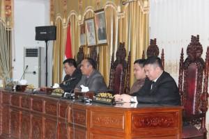 Pimpinan DPRD Sekadau memimpin Sidang Paripurna Pengesahan APBD Kabupaten Sekadau Tahun Anggaran 2016